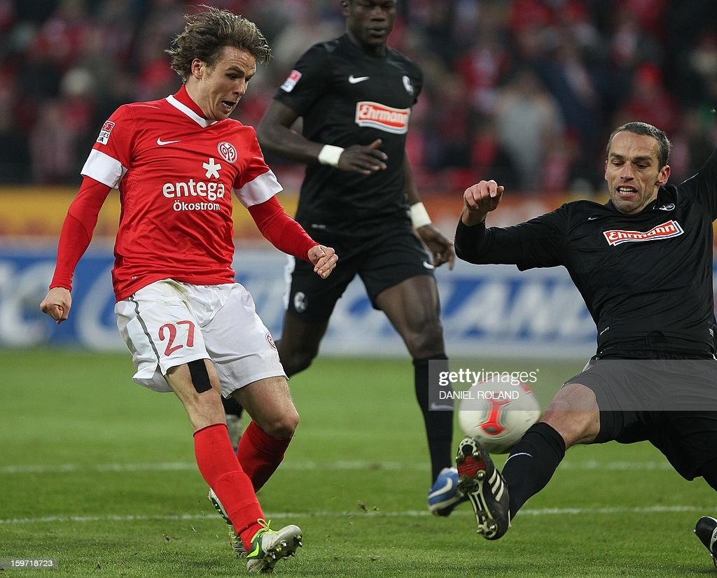 Mainz' Nicolai Mueller (L) tries to score during the German first division Bundesliga football match 1.FSV Mainz 05 vs. SC Freiburg, in Mainz, southwestern Germany, on January 19, 2012.