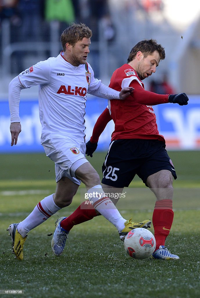 Mainz's Austrian midfielder Andreas Ivanschitz (R) and Augsburg's Canadian defender Marcel de Jong (L) challenge for the ball during the German first division Bundesliga football match between FC Augsburg and FSV Mainz 05 in Augsburg, southern Germany, on February 10, 2013.
