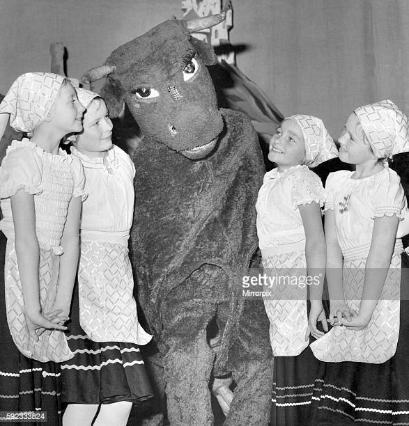 Maisie the cow with Jackie Crombie Sharon Smith Eleanor McAneny and Susan Stevenson All the girls are members of the Janice Marshall School of...