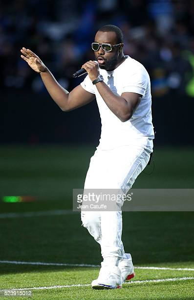 Maitre Gims performs before the French League Cup final between Paris SaintGermain and Lille OSC at Stade de France on April 23 2016 in SaintDenis...