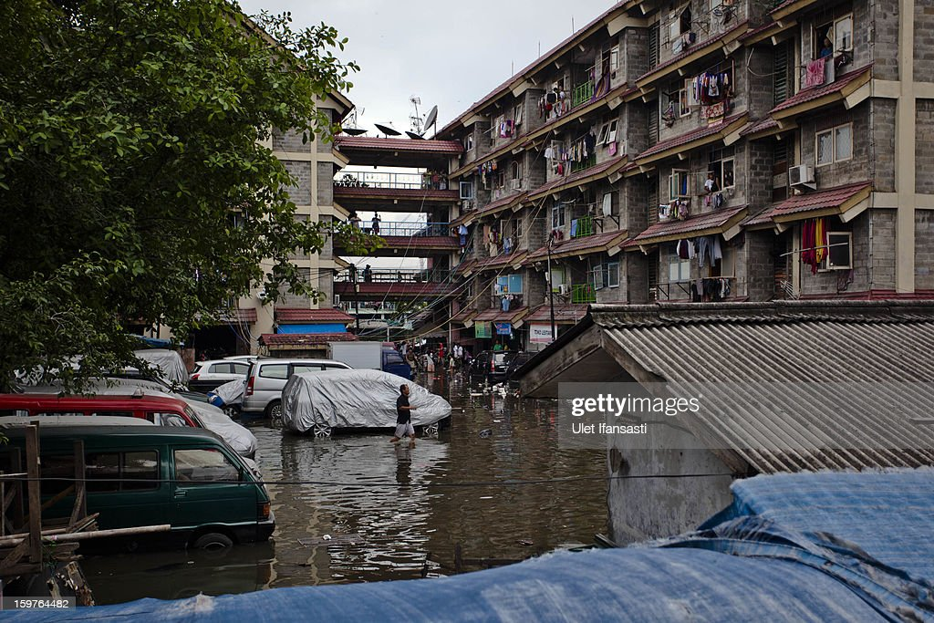 Major floods hit North Jakarta on January 20, 2013 in Jakarta, Indonesia. The death toll has risen to at least 21 since severe flooding struck the city on January 17. The US has offrered US$150,000 (Rp 1.44 billion) in aid.