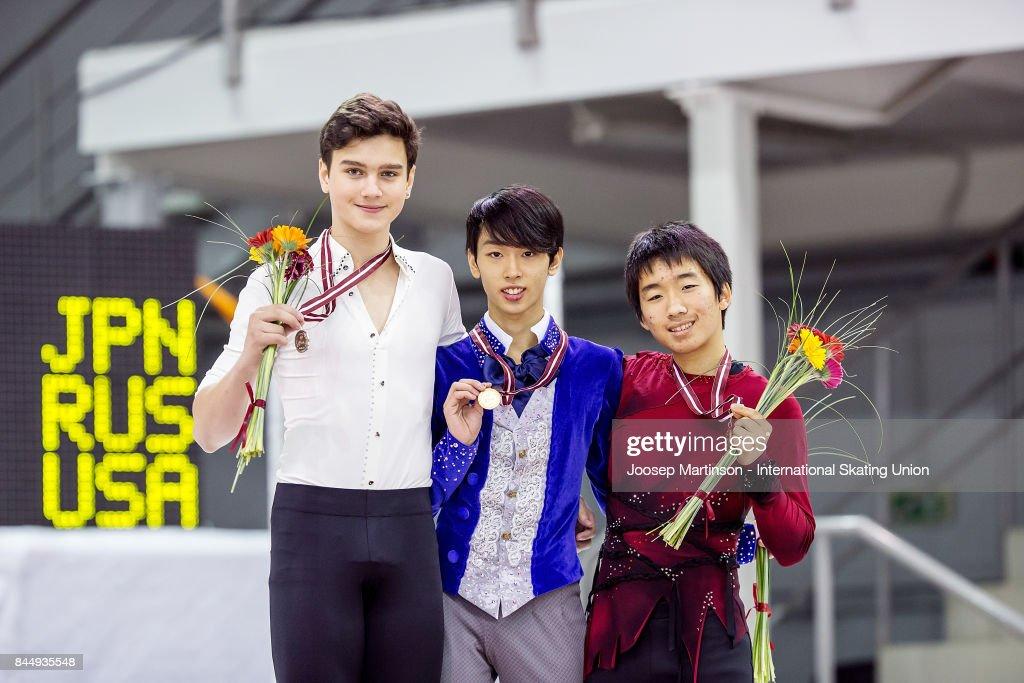 Макар Игнатов - Страница 2 Makar-ignatov-of-russia-mitsuki-sumoto-of-japan-and-tomoki-hiwatashi-picture-id844935548