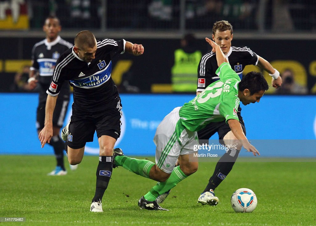 Makato Hasebe (R) of Wolfsburg and <a gi-track='captionPersonalityLinkClicked' href=/galleries/search?phrase=Mladen+Petric&family=editorial&specificpeople=699883 ng-click='$event.stopPropagation()'>Mladen Petric</a> (L) of Hamburg battle for the ball during the Bundesliga match between VfL Wolfsburg and Hamburger SV at the Volkswagen Arena on March 23, 2012 in Wolfsburg, Germany.