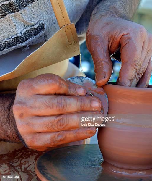 Make a vase on the potter's wheel