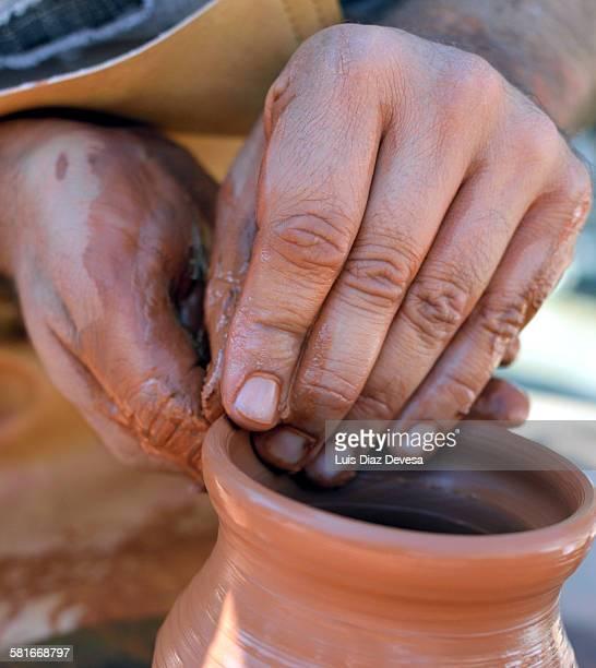 Make a vase on the potter's wheel.