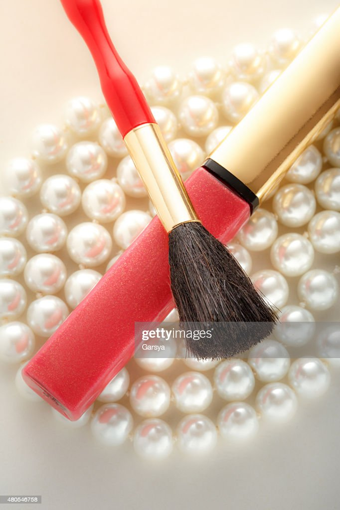 Make up brush on pearl : Stock Photo