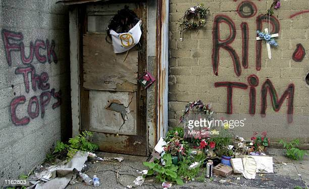 A makeshift memorial is placed in the the alleyway where Timothy Thomas was allegedly shot by Cincinnati Police Officer Stephen Roach September 17...