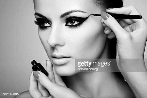 Make-up-Künstler an eye shadow : Stock-Foto
