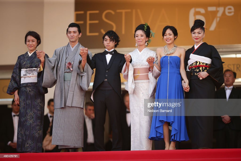 <a gi-track='captionPersonalityLinkClicked' href=/galleries/search?phrase=Makiko+Watanabe&family=editorial&specificpeople=4304200 ng-click='$event.stopPropagation()'>Makiko Watanabe</a>, <a gi-track='captionPersonalityLinkClicked' href=/galleries/search?phrase=Jun+Murakami&family=editorial&specificpeople=9629167 ng-click='$event.stopPropagation()'>Jun Murakami</a>, <a gi-track='captionPersonalityLinkClicked' href=/galleries/search?phrase=Nijiro+Murakami&family=editorial&specificpeople=12820030 ng-click='$event.stopPropagation()'>Nijiro Murakami</a>, <a gi-track='captionPersonalityLinkClicked' href=/galleries/search?phrase=Naomi+Kawase&family=editorial&specificpeople=3267953 ng-click='$event.stopPropagation()'>Naomi Kawase</a>, <a gi-track='captionPersonalityLinkClicked' href=/galleries/search?phrase=Jun+Yoshinaga&family=editorial&specificpeople=12820037 ng-click='$event.stopPropagation()'>Jun Yoshinaga</a> and <a gi-track='captionPersonalityLinkClicked' href=/galleries/search?phrase=Miyuki+Matsuda&family=editorial&specificpeople=3969440 ng-click='$event.stopPropagation()'>Miyuki Matsuda</a> attends the 'Futatsume No Mado' premiere during the 67th Annual Cannes Film Festival on May 20, 2014 in Cannes, France.