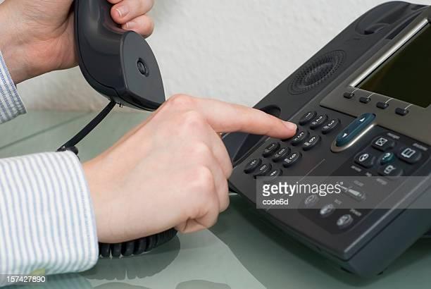 Einen Anruf, woman's hand pickung bis 1967, Telefon mit Direktwahl