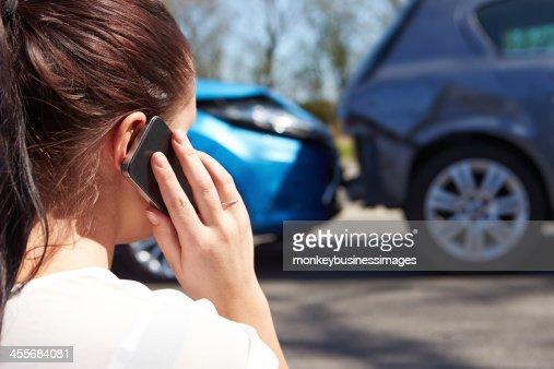 , einen Anruf nach Verkehrsunfall : Stock-Foto