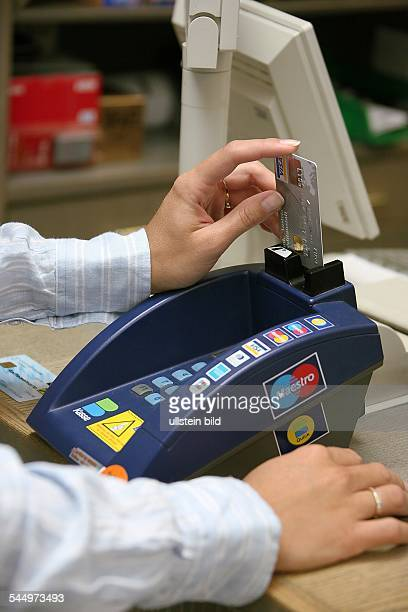 making cashless payments with a credit card