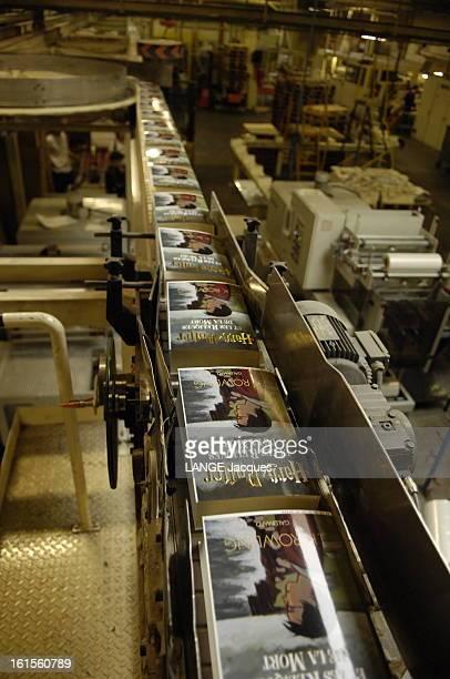 Making Of The Copies Of Last Volume Of Harry Potter La fabrication de 'Harry Potter et les reliques de la mort' à La Flèche en Mayenne chez Brodard...