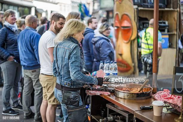 Making roasted almonds during the Copenhagen Whitsun Carnival, 2016