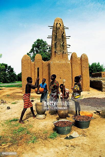 Making shea butter Bambara village of Wolodo Mali