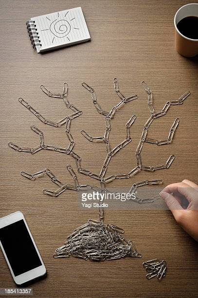 making the form of the tree with a clip
