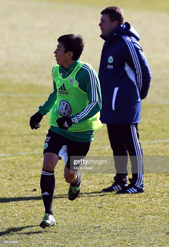 <a gi-track='captionPersonalityLinkClicked' href=/galleries/search?phrase=Makoto+Hasebe&family=editorial&specificpeople=876998 ng-click='$event.stopPropagation()'>Makoto Hasebe</a> runs during a VfL Wolfsburg training session on March 5, 2013 in Wolfsburg, Germany.