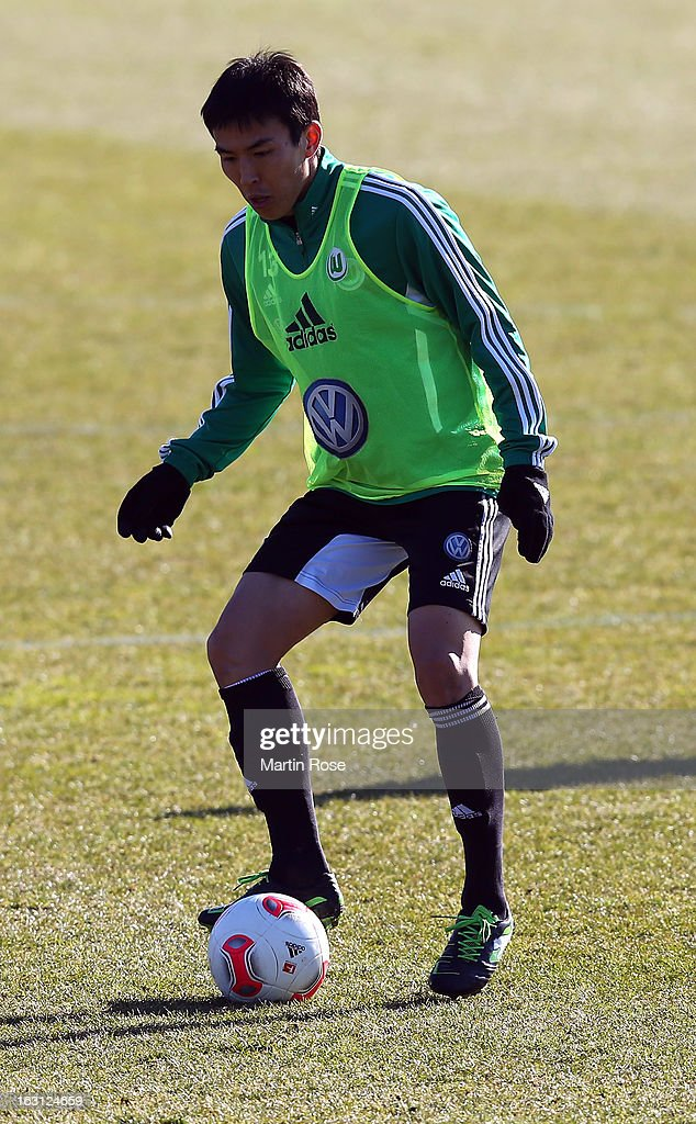<a gi-track='captionPersonalityLinkClicked' href=/galleries/search?phrase=Makoto+Hasebe&family=editorial&specificpeople=876998 ng-click='$event.stopPropagation()'>Makoto Hasebe</a> runs with the ball during a VfL Wolfsburg training session on March 5, 2013 in Wolfsburg, Germany.