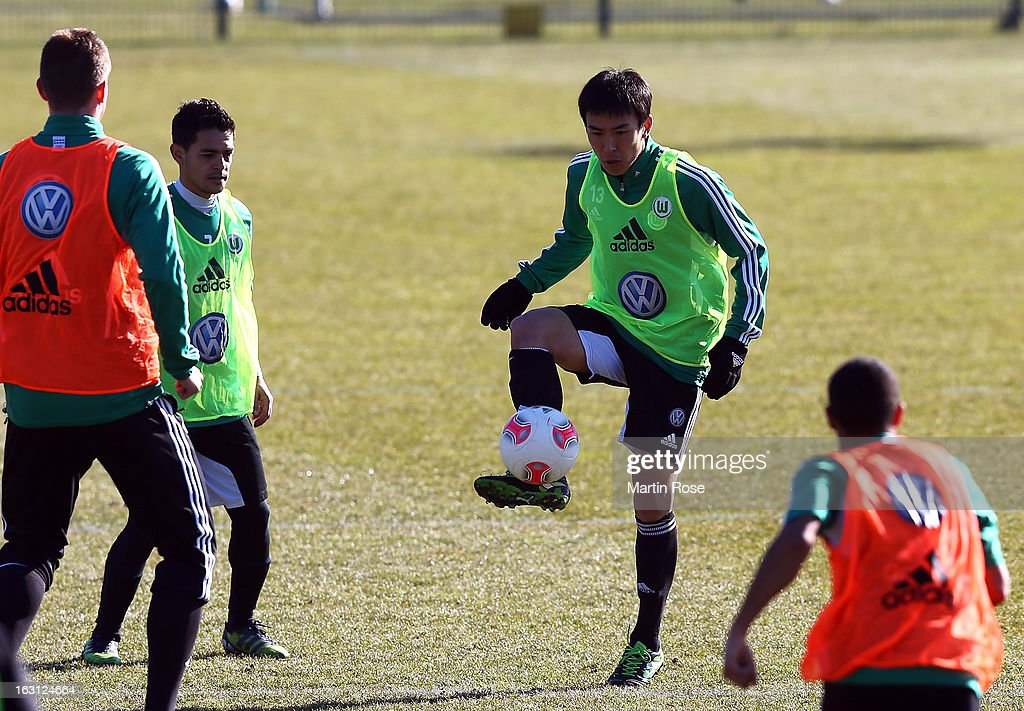<a gi-track='captionPersonalityLinkClicked' href=/galleries/search?phrase=Makoto+Hasebe&family=editorial&specificpeople=876998 ng-click='$event.stopPropagation()'>Makoto Hasebe</a> stops the ball during a VfL Wolfsburg training session on March 5, 2013 in Wolfsburg, Germany.