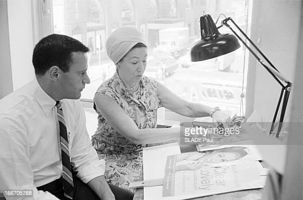 Mala Rubinstein And Her Beauty Institute New York 26 juillet 1966 Reportage sur Mala RUBINSTEIN et son Institut de beauté celleci coiffée d'un turban...