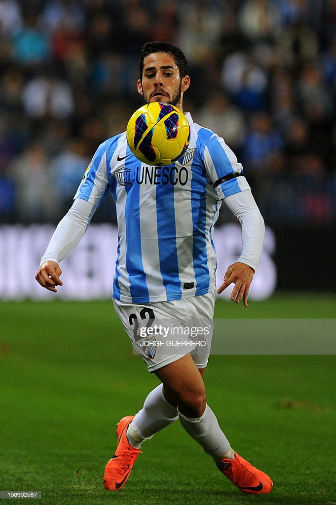 Malaga's midfielder Isco controls the ball during the Spanish league football match Malaga CF vs Valencia CF on November 24, 2012 at Rosaleda stadium in Malaga. AFP PHOTO/ JORGE GUERRERO