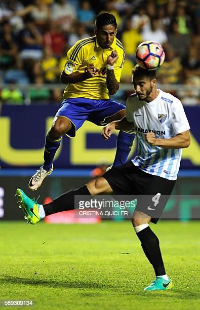 Malaga's Portuguese midfielder Flavio Ferreira vies with Cadiz' midfielder Nicolás Hidalgo during the Trofeo Carranza football match Cadiz vs Malaga...