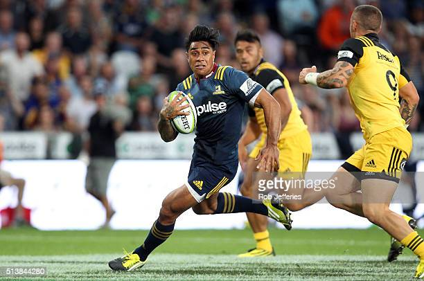 Malakai Fekitoa of the Highlanders on the attack during the round two Super Rugby match between the Highlanders and the Hurricanes at Forsyth Barr...