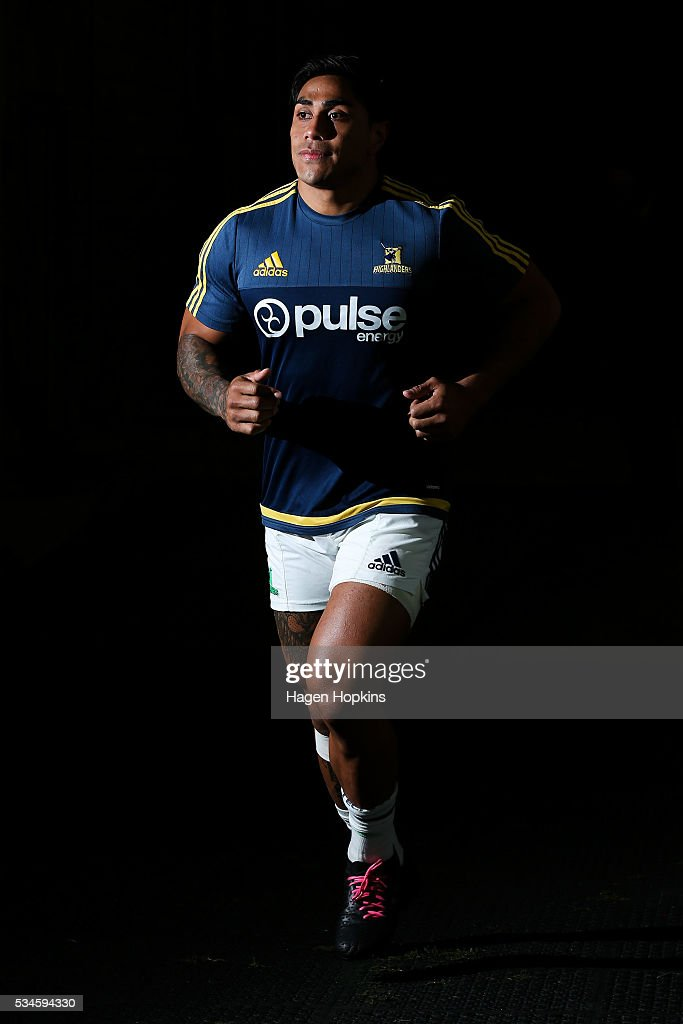 <a gi-track='captionPersonalityLinkClicked' href=/galleries/search?phrase=Malakai+Fekitoa&family=editorial&specificpeople=9630619 ng-click='$event.stopPropagation()'>Malakai Fekitoa</a> of the Highlanders takes the field to warm up during the round 14 Super Rugby match between the Hurricanes and the Highlanders at Westpac Stadium on May 27, 2016 in Wellington, New Zealand.