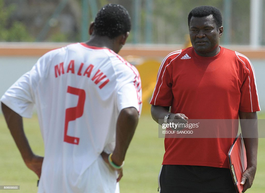 Malawi national football team coach Kinnah Phiri (R) talks with a player as they attend a training session on March 27, 2009 in Bingerville, near Abidjan, three days ahead of their World Cup 2010 and African nations qualification match agaisnt the Ivory Coast.