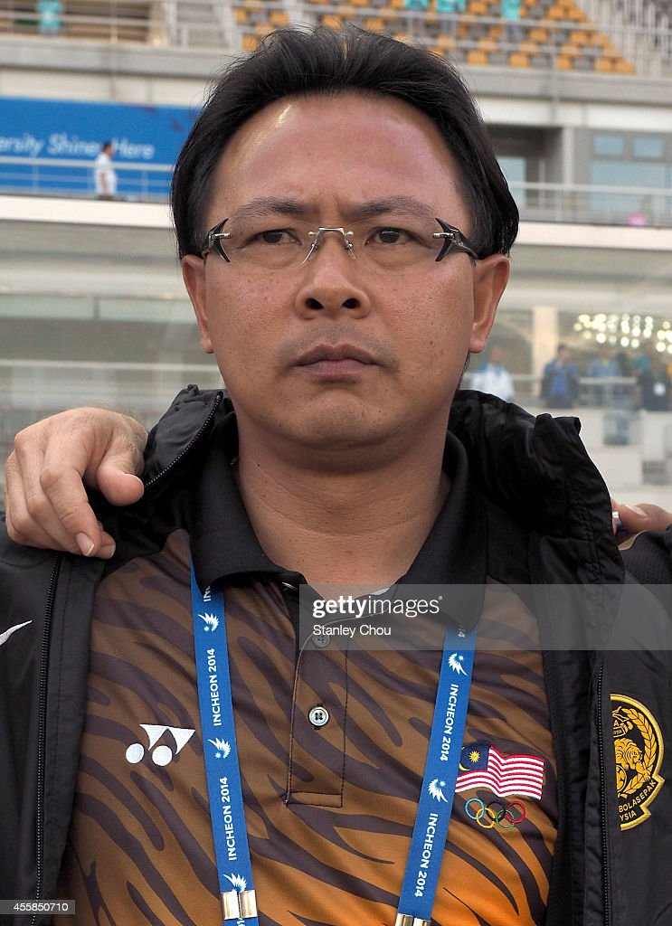 Malaysia coach Ong <b>Kim Swee</b> prior to kick off during the Football Mens Group <b>...</b> - malaysia-coach-ong-kim-swee-prior-to-kick-off-during-the-football-a-picture-id455850710