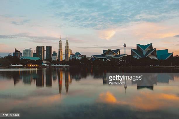 Malaysia, Kuala Lumpur, Skyline at sunset