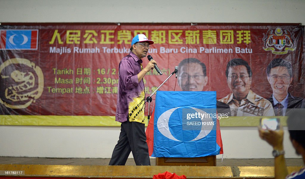 Malaysia opposition leader Anwar Ibrahim addresses a corner meeting in the outskirts of Kuala Lumpur on February 16, 2013. Anwar condemned the detention of Australian senator Nick Xenophon 'in the strongest terms', saying allegations that he was a security threat were 'completely without foundation'. Xenophon and the other politicians were to meet members of electoral reform group Bersih, which has organised last year's rally, and others including opposition leader Anwar Ibrahim and Election Commission officials .AFP PHOTO / Saeed KHAN