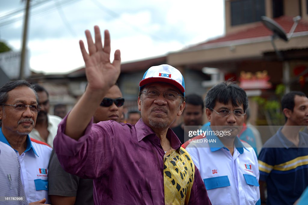Malaysia opposition leader Anwar Ibrahim waves to his supporters as he arrives to address a corner meeting in the outskirts of Kuala Lumpur on February 16, 2013. Anwar condemned the detention of Australian senator Nick Xenophon 'in the strongest terms', saying allegations that he was a security threat were 'completely without foundation'. Xenophon and the other politicians were to meet members of electoral reform group Bersih, which has organised last year's rally, and others including opposition leader Anwar Ibrahim and Election Commission officials .AFP PHOTO / Saeed KHAN