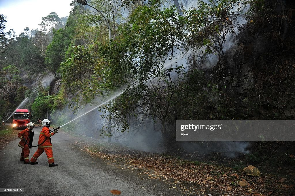 Malaysian firemen combat a bushfire in Taman Bukit Melawati park in Kuala Lumpur on February 18, 2014. There were 312 bush fires reported nationwide on February 12 in just 24 hours during a dry spell this month in Malaysia, local media reported.