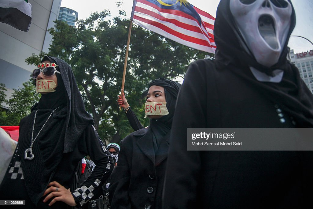 Malaysian Islamic NGO from Al-Quds Malaysia gather in front of the United States Embassy during a demonstration on International Quds Day on July 1, 2016 in Kuala Lumpur, Malaysia. International Quds day is an annual event held on the last Friday of the Holy month of Ramadan, as a means to express solidarity with the Palestinians. Jordans Sate Minister for Media Affairs condemned the storming of the Al-Aqsa mosque by Israeli settlers and police, saying that such actions are a violation of international law.