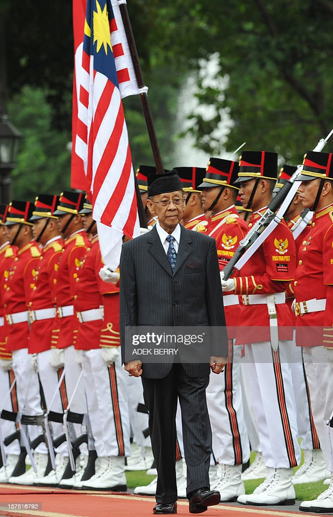 Malaysian King Yang Dipertuan Agong Abdul Halim (C) reviews Indonesian honour guard during a visit at the presidential palace in Jakarta on December 4, 2012. Malaysian King Yang Dipertuan Agong Abdul Halim held a meeting with Indonesia's President Susilo Bambang Yudhoyono in his six-day visit to enhance the relationship between the two countries.
