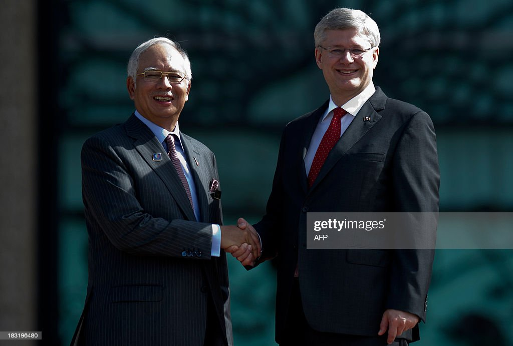 Malaysian Prime Minister Najib Razak (L) shakes hands with Canada's Prime Minister Stephen Harper (R) during a photo call at the top steps of the prime minister's office in Putrajaya on October 6, 2013. Harper arrived for a visit to hold talks with the Malaysian leadership on bilateral and international issues.