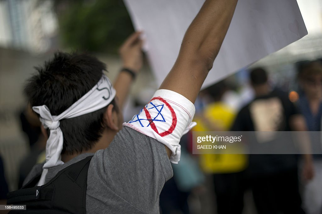 A Malaysian student displays a placard during a march against Israeli attacks in Gaza, in front of the US embassy in Kuala Lumpur on November 16, 2012. Dozens of students gathered in front of the US embassy to condemned Israel military attacks in Gaza and demanded US intervention to stop this crisis. AFP PHOTO / Saeed KHAN