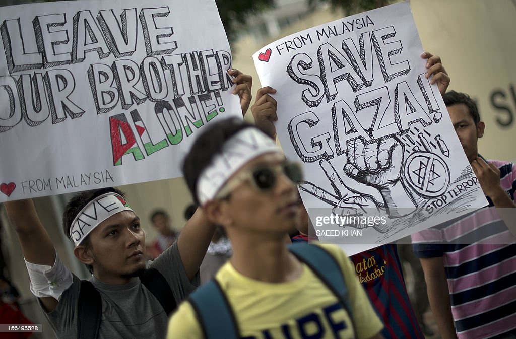 Malaysian students display placards during a march against Israeli attacks in Gaza, in front of the US embassy in Kuala Lumpur on November 16, 2012. Dozens of students gathered in front of the US embassy to condemned Israel military attacks in Gaza and demanded US intervention to stop this crisis. AFP PHOTO / Saeed KHAN