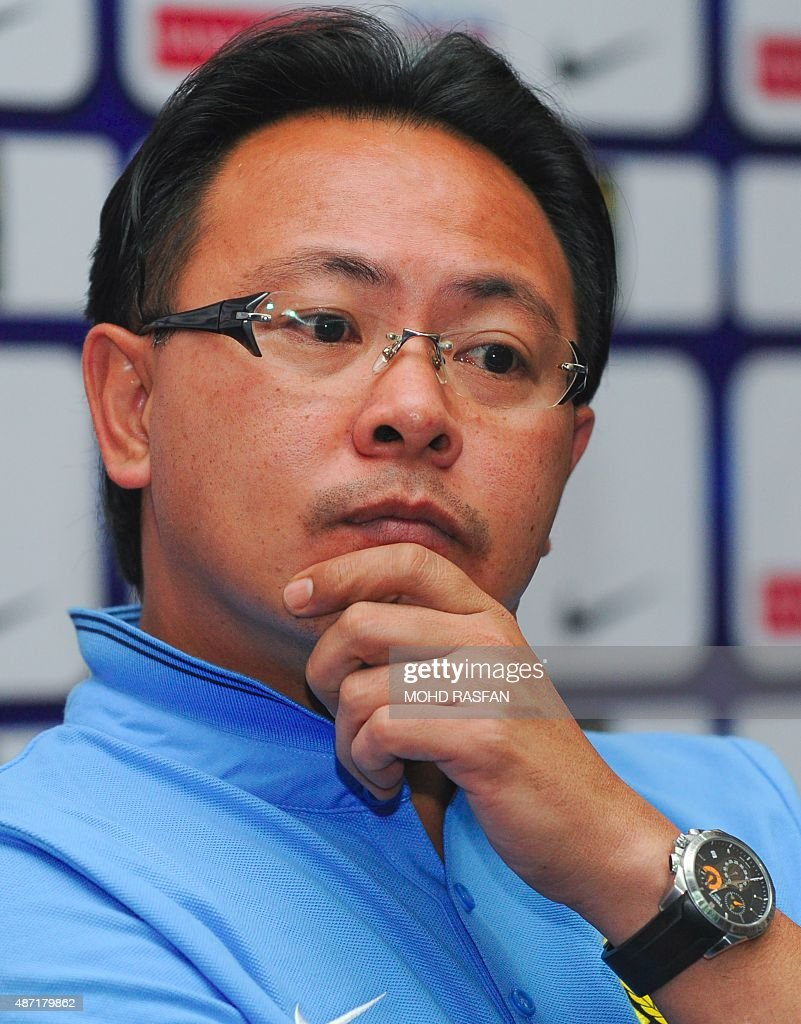 Malaysia's football interim coach Ong <b>Kim Swee</b> listens during a press <b>...</b> - malaysias-football-interim-coach-ong-kim-swee-listens-during-a-press-picture-id487179862