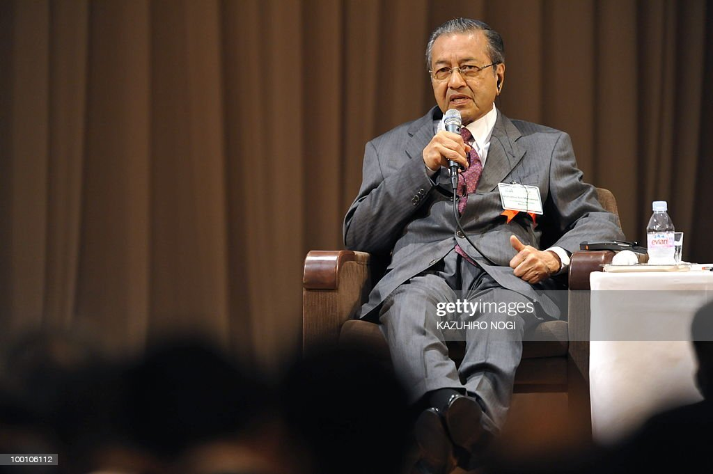 Malaysia's former prime minister Mahathir bin Mohamad speaks during an international conference on the Future of Asia in Tokyo on May 21, 2010. Asian political, diplomatic, business and academic leaders attend the two-day symposium, entitled 'The Future of Asia.' AFP PHOTO / Kazuhiro NOGI