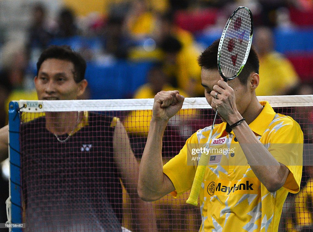 Malaysia's Lee Chong Wei (R) celebrates his victory after defeating Indonesia's Sony Dwi Kuncoro (L) in their men's singles final at the Malaysia Open Badminton Superseries in Kuala Lumpur on January 20, 2013.