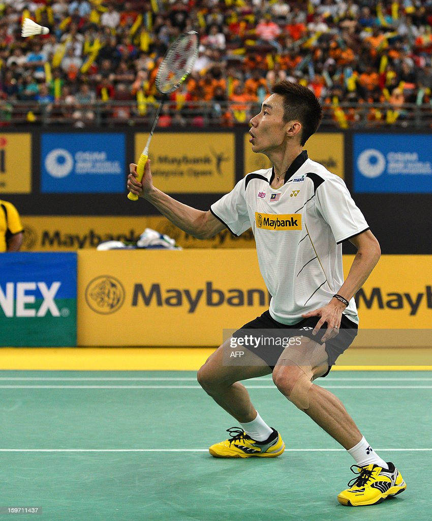 Malaysia's Lee Chong Wei returns a shot against Denmark's Jan O Jorgensen during their men's singles semi-final match at the Malaysia Open Badminton Superseries in Kuala Lumpur on January 19, 2013. AFP PHOTO / MOHD RASFAN