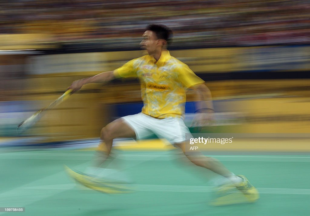 Malaysia's Lee Chong Wei returns a shot against Indonesia's Sony Dwi Kuncoro during their men's singles final at the Malaysia Open Badminton Superseries in Kuala Lumpur on January 20, 2013. AFP PHOTO / MOHD RASFAN