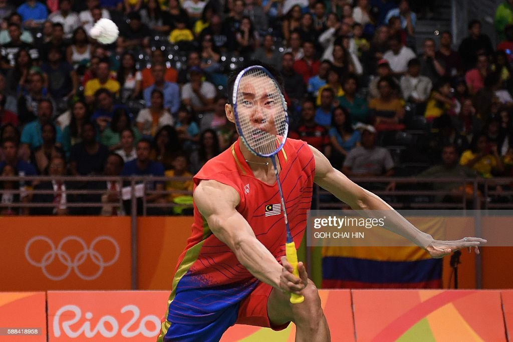 TOPSHOT - Malaysia's Lee Chong Wei returns to Surinam's Soren Opti during their men's singles qualifying badminton match at the Riocentro stadium in Rio de Janeiro on August 11, 2016, at the Rio 2016 Olympic Games. / AFP / GOH Chai Hin