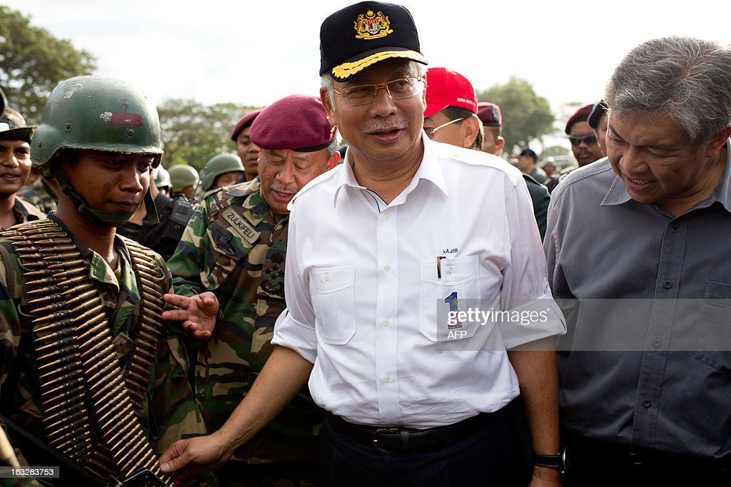 Malaysia's Prime Minister Najib Razak (C) accompanied by Malaysian Defence Minister Zahid Hamidi (R) and the Chief of Malaysian army Zulkifeli (2nd L) greet armed forces teams before Najib's departure in Felda Sahabat in Lahad Datu on March 7, 2013. Malaysia's defence minister on March 7 rejected a ceasefire offer by the self-styled Philippine sultan unless his fighters who launched a deadly incursion 'surrender unconditionally'.