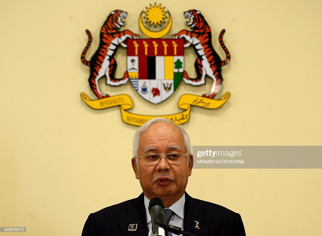 Malaysia's Prime Minister Najib Razak addresses the media following a cabinet reshuffle at his office in Putrajaya on June 27, 2016. Scandal-hit Malaysian Prime Minister Najib Razak Monday announced a cabinet reshuffle, including promoting a trusted ally to manage the economy, in what analysts said could be preparation for a snap election. / AFP / MANAN