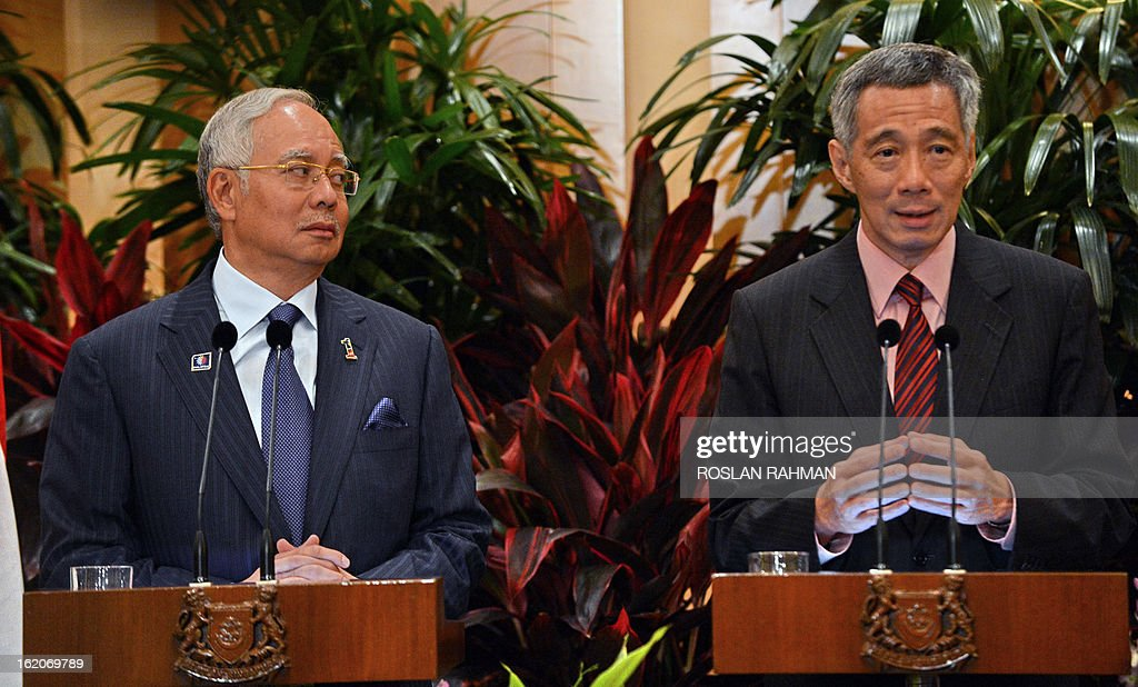 Malaysia's Prime Minister Najib Razak (L) and Singapore's Prime Minister Lee Hsien Loong (R) take part in a joint press conference after their leaders retreat meeting in Singapore on February 19, 2013. Singapore and Malaysia announced plans on February 19 to build a high-speed rail link, fuelling hopes that Southeast Asia could one day enjoy a rapid European-style train system connected to China. AFP PHOTO / ROSLAN RAHMAN