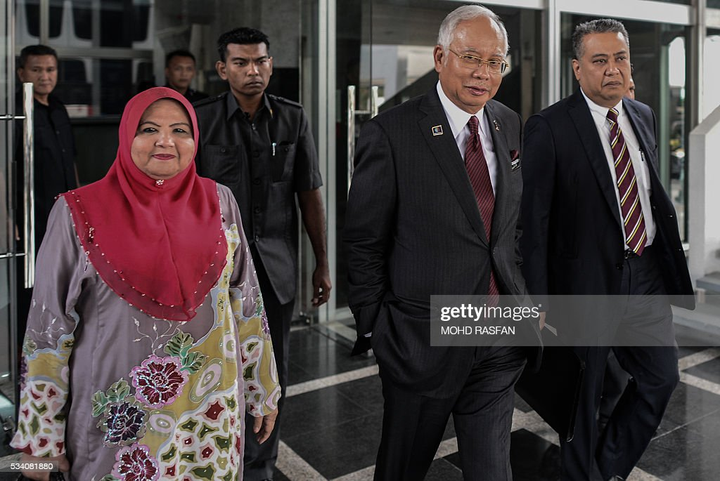 Malaysia's Prime Minister Najib Razak (2nd R) leaves his office at the parliament in Kuala Lumpur on May 25, 2016. Swiss financial regulators approved on May 24 the dissolution of Lugano-based BSI Bank over its links to a corruption scandal engulfing Malaysia's Prime Minister Najib Razak. Swiss supervisor FINMA accused BSI, a merchant bank, of 'serious breaches' of money-laundering regulations in its dealings with the Malaysian sovereign wealth fund 1MDB, which is at the heart of the corruption allegations and founded by the Malaysian prime minister in 2009. / AFP / MOHD
