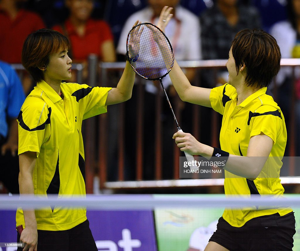 Malaysia s Woon Khe Wei R and Vivian H